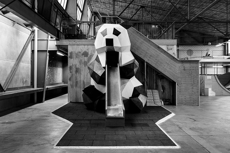 Panda Timberplate structure at binamo playground in bern together with querbau, parametrically designed and manually crafted